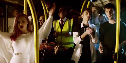 Clean Bandit Seru-Seruan Dalam Bus di Video Klip Stronger