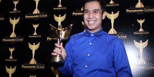 Olga Syahputra Dapat Piala Panasonic Gobel Awards 2015