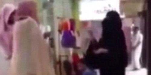 Wanita Saudi Diusir Dari Mal Sebab Tangannya Terlihat