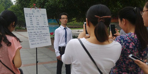 Cowok Jablay Blusukan Ke Kampus Buat Cari Pacar