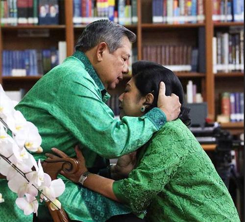 Mengintip Foto Lebaran 'Sempurna' Keluarga SBY & Ibu Ani - 9