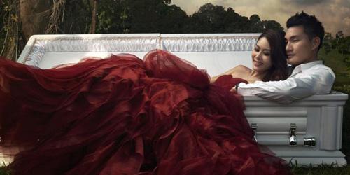 Pre Wedding Kematian, Romantis di Peti Mati Jadi Sensasi