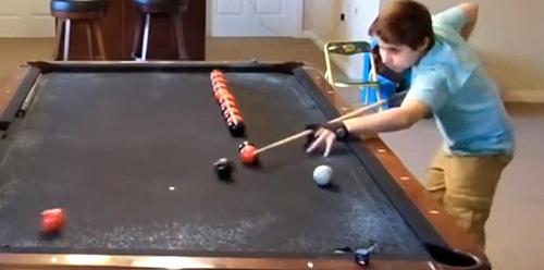 Aksi Mengagumkan Bocah 14 Tahun Mainkan Trik Biliar