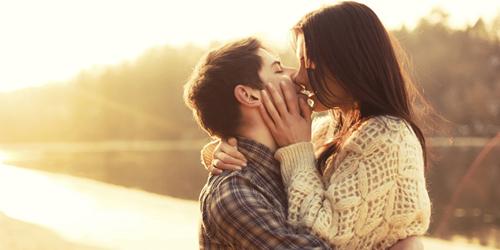 4 Tips Ciuman Buat Pasangan Tergila Gila
