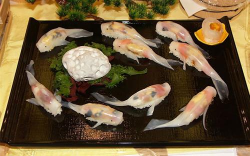 Sushi ikan koi @boredpanda.com