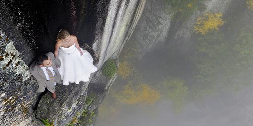 Foto Prewed Di Atas Tebing Menyeramkan