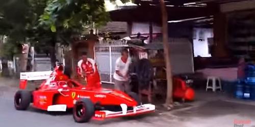 Video Mobil F1 Kepergok Tambah Angin Di Kios Ban Sederhana