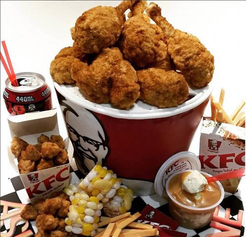 Branka Njegich buat makanan KFC dari cake @instagram.com/brankanjegich