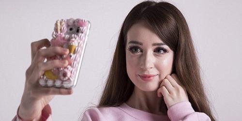 Foto: Hannah Gregory, Gadis Barbie Cantik yang Ditakuti Pria