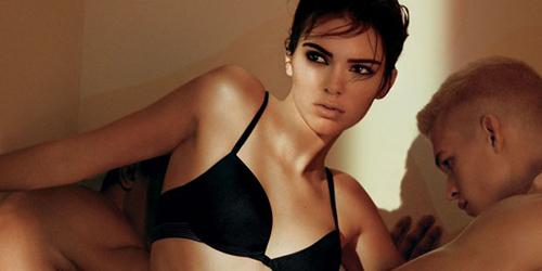Super Hot, Kendall Jenner Bikin Gerah di Iklan Calvin Klein