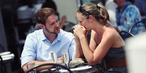5 Cara Bikin Pasangan Luluh & Move On dari Mantan