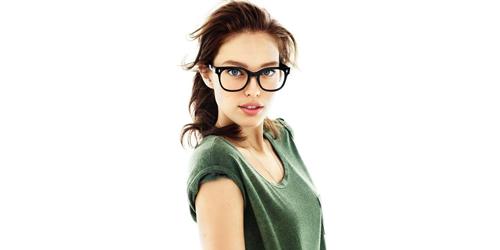 5 Cara Hilangkan Bekas Bingkai Kacamata di Wajah
