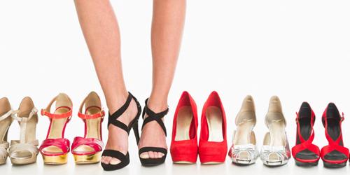 5 Cara Longgarkan Sepatu Kesempitan
