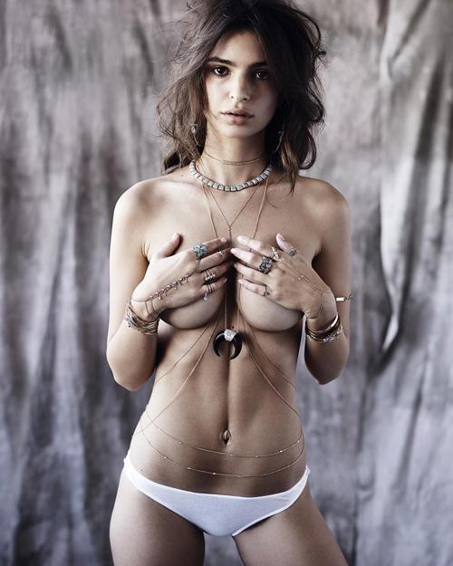 Foto Emily Ratajkowski Seksi & Eksotis Topless di Iklan Jacquie Aiche