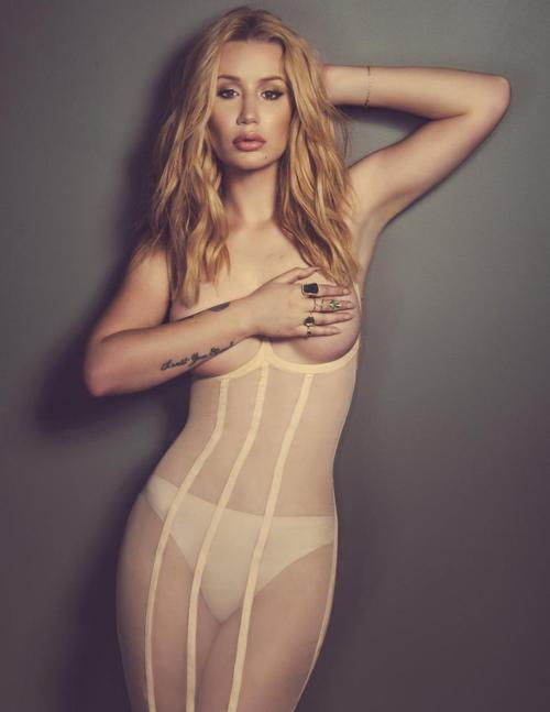Foto Hot Iggy Azalea Topless di Majalah Schon