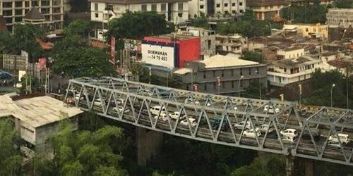 Bukan HOAX, Jembatan Suhat di Malang Asli Melengkung 20 Cm