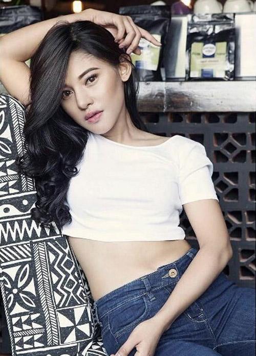 Foto: Muthya Rahman, Model Seksi Mirip Dian Sastro