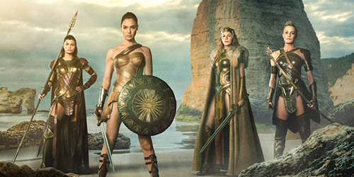 Foto Keren Perdana Wonder Woman Bareng Ibunda & 2 Saudarinya