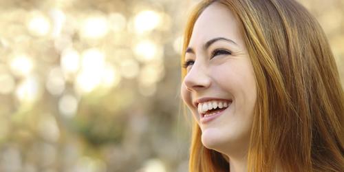 Hanya Mitos! Sering Senyum Tidak Bikin Keriput