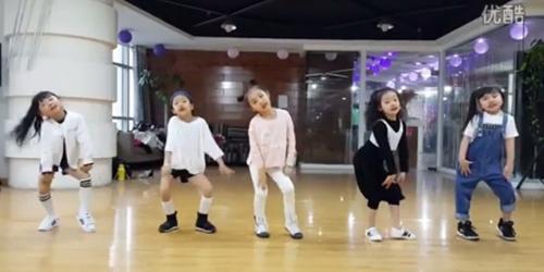 Mini Girls, Girlband Balita di Tiongkok Bikin Heboh