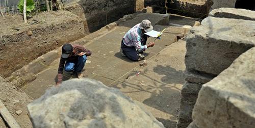 Sisa Candi Abad ke-14 Ditemukan di Bandung