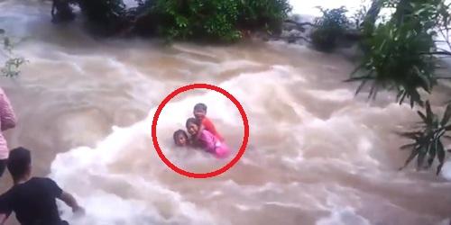 Video: Aksi Penyelamatan 3 Saudara Yang Hanyut di Sungai