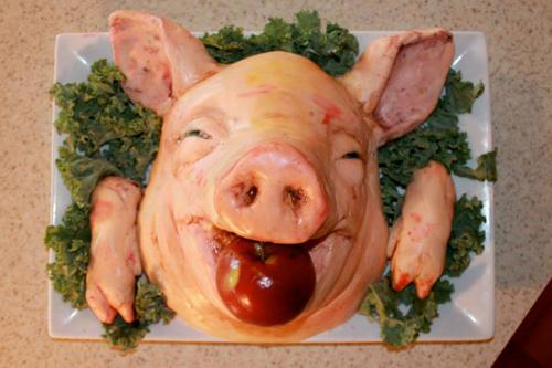 Kue kepala babi makan apel