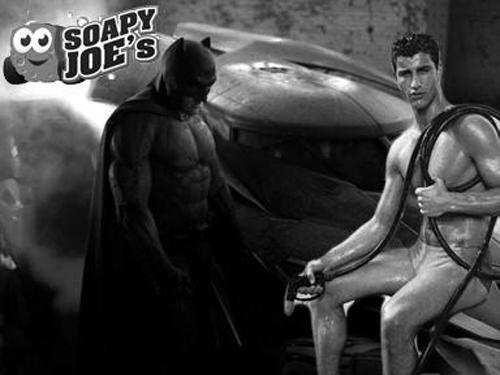 Batman sedih di depan pria seksi