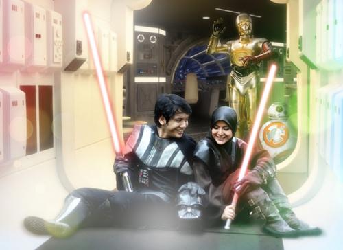 Foto Prewedding Unik Ala Star Wars Muslim