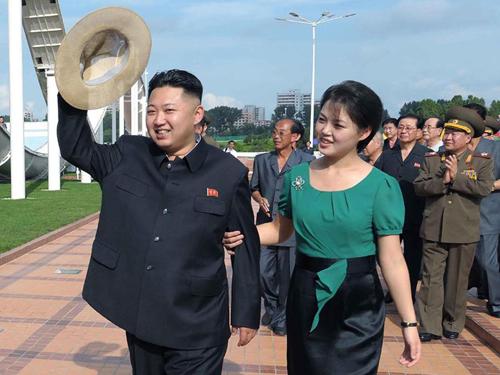 Foto Cantik Ri Sol Ju, Ibu Negara Korea Utara