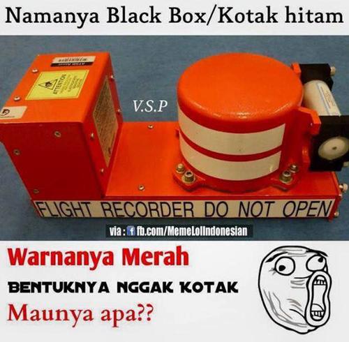 Black box/kotak hitam warnya merah bentuknya bundar