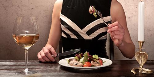 7 Etika Makan di Berbagai Negara