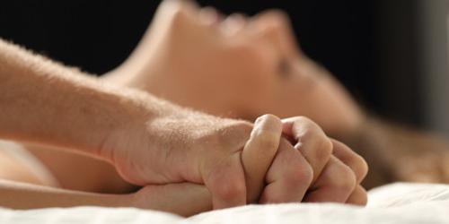 7 Posisi Seks Yang Tepat Ketika Malas