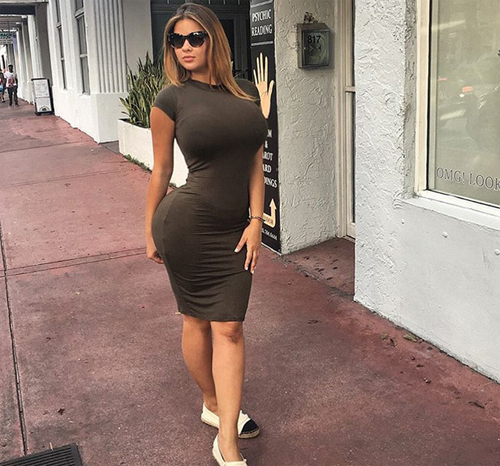 Foto Hot Anastasiya Kvitko, Model Seksi Saingan Kim Kardashian