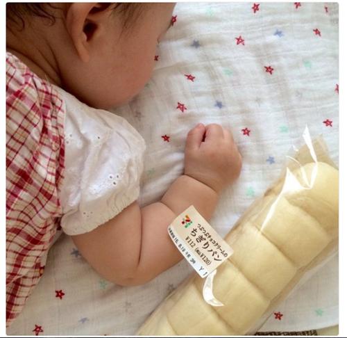 Tangan bayi mirip roti @hurimg.com