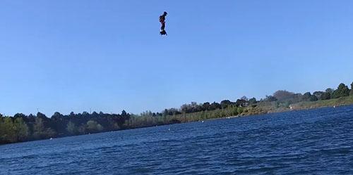 Flyboard Air, Papan Canggih Bikin Penggunanya Terbang