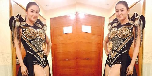 Foto Hot Dewi Perssik Pamer Paha Seksi Dihujat Netter