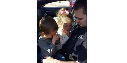 Foto Polisi Berdoa Dengan Anaknya Sebelum Bekerja Jadi Viral