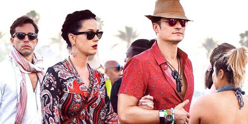 Orlando Bloom Pakai Celana Tenun Flores di Coachella 2016