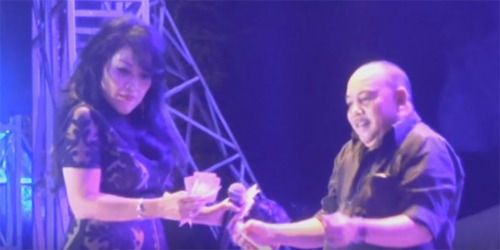 Heboh Video Rita Sugiarto Disawer Lembaran Duit Rp 100 Ribu