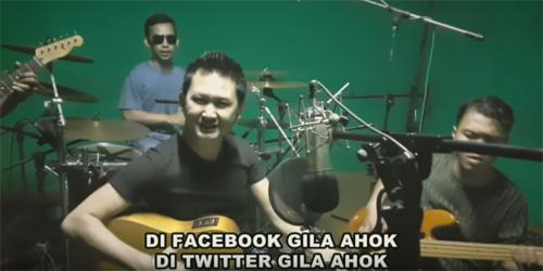 Hizrah Bacan Bikin Lagu Unik 'Gila Ahok'