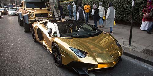 Jalanan London Heboh, Miliarder Arab Pamer Lamborghini Lapis Emas