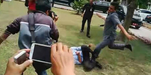 Video Mahasiswa Demo Dipukuli 3 PNS Pemprov Riau
