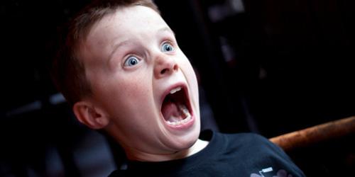 Tips Menenangkan Anak yang Bisa Melihat Hantu