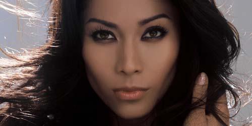 Anggun C Sasmi Borong Nominasi World Music Awards 2013