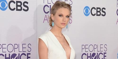 Taylor Swift dikabarkan telah melakukan operasi pembesaran payudara