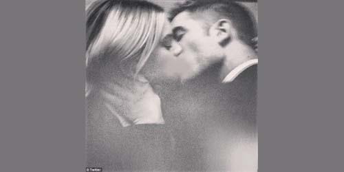aksi ciuman paling hot foto cantik