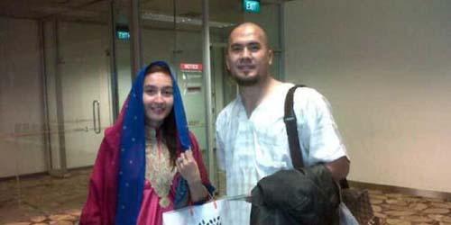 Belum Muhrim, Saipul Jamil & Indah Sari Liburan Berdua di Makassar
