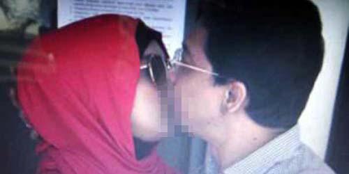 Beredar Foto Ciuman Bibir Ahmad Fathanah & Septi Sanustika