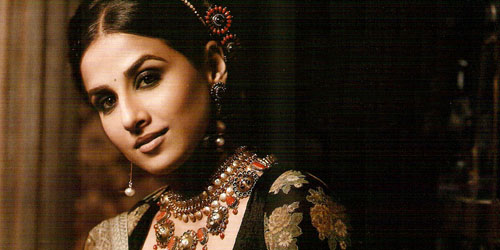 Bintang Bollywood Vidya Balan Bepose Seksi di FHM